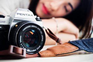 camera-and-girl-1024×678